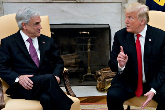 El presidente Donald Trump conversa con el presidente de la República de Chile, Sebastián Piñera.