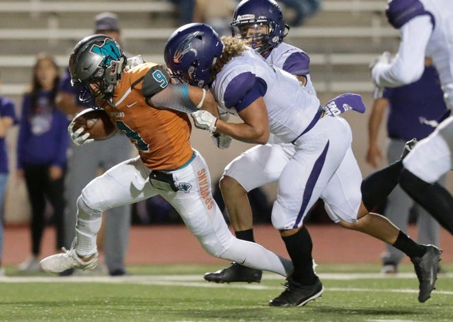 Pebble Hills' quarterback scores on a keeper in the second quarter, tying the game 7-7 with 9:28 left in the second.
