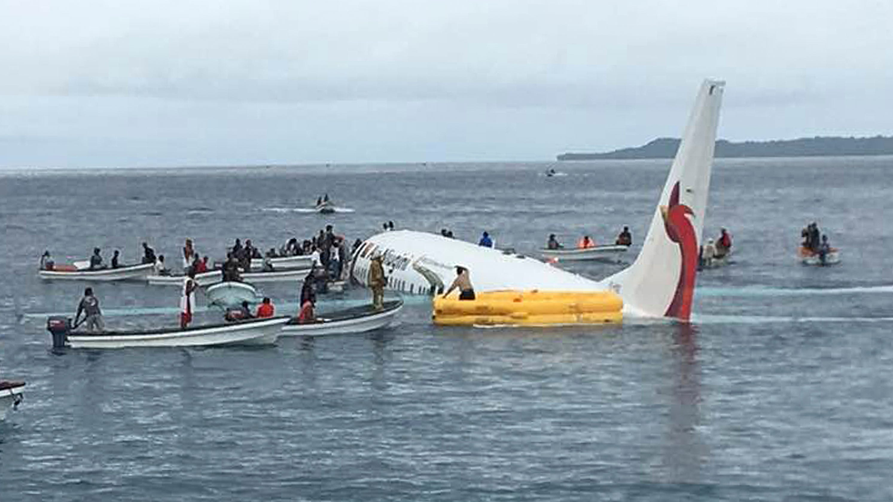 air niugini crash passengers and crew safe as plane lands in sea