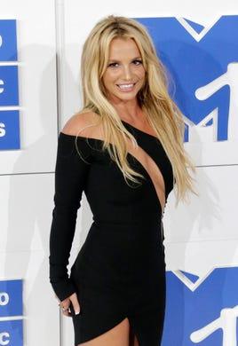 Britney Spears flaunts body in bikini, hits back at ...