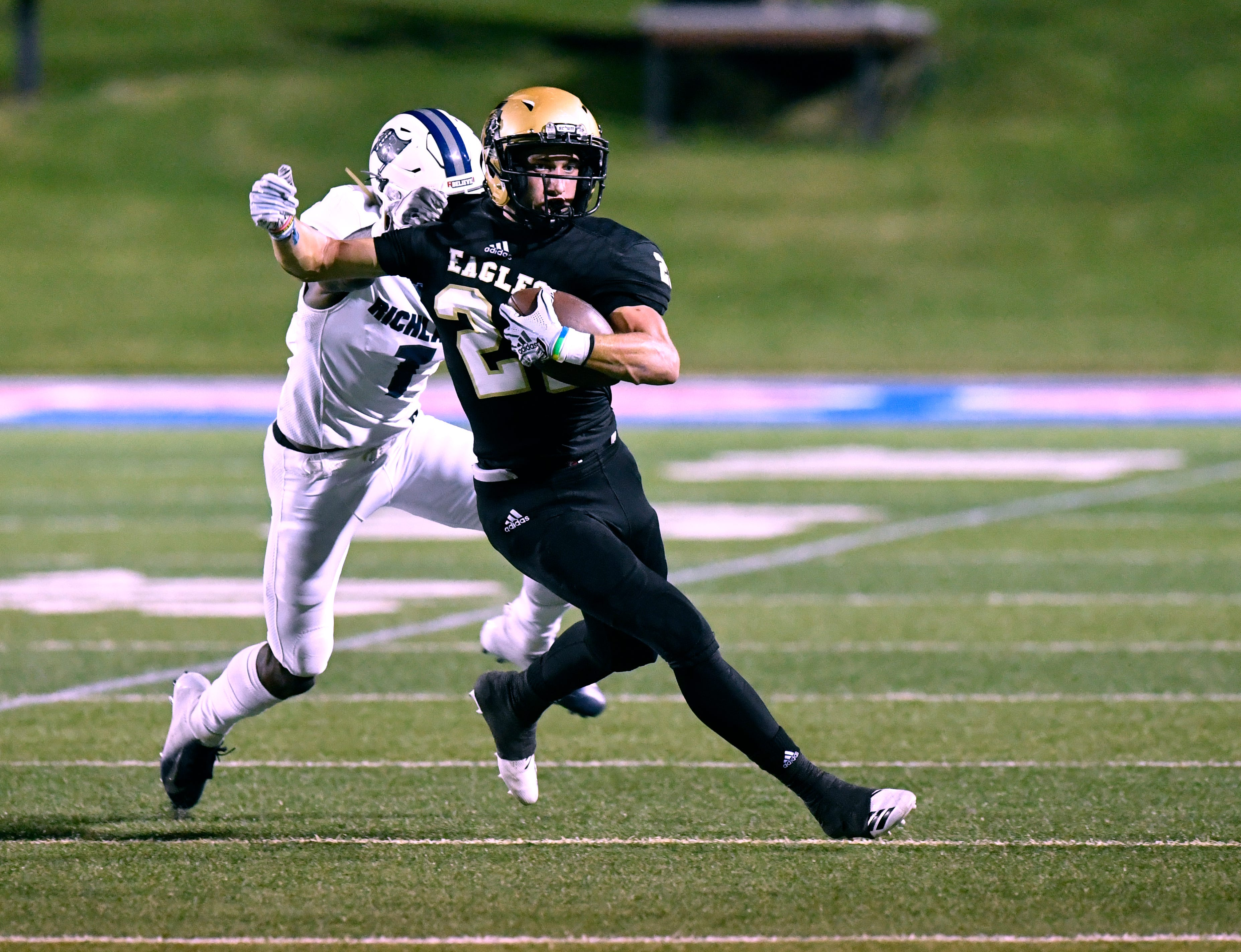 Abilene High receiver Reese Pettijohn committed to play at Hardin-Simmons on Wednesday. Pettijohn will be joined by teammate Tyler Simpson as well as other former Eagles currently on the Cowboys roster.