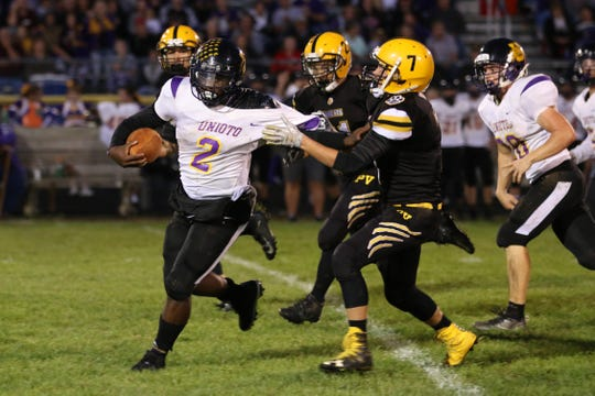 Unioto's Jamarcus Carroll runs the ball against Paint Valley at Paint Valley High School in 2018.