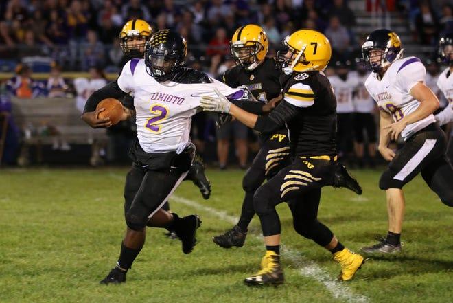 Unioto's Jamarcus Carroll runs the ball during a 26-21 loss to Paint Valley at Paint Valley High School in 2018.