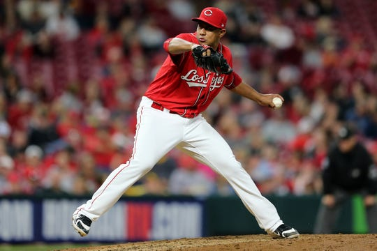 Reds reliever Wandy Peralta pitches in the sixth inning.