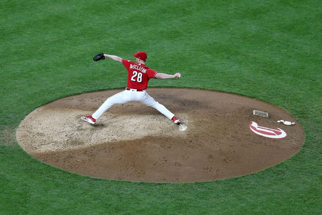 Reds pitcher Anthony DeSclafani delivers in the fourth inning.