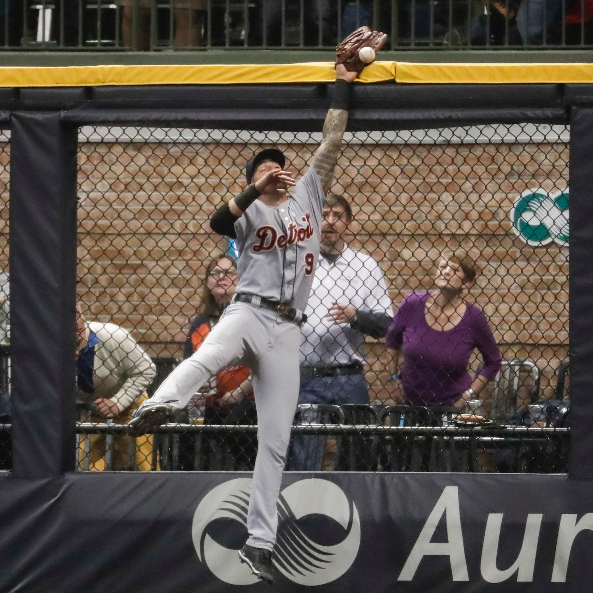 Nicholas Castellanos' gaffe gives Brewers 6-5 win over Detroit Tigers