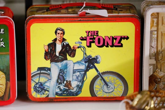 Vintage lunchboxes are displayed at Main Auction Galleries Inc.