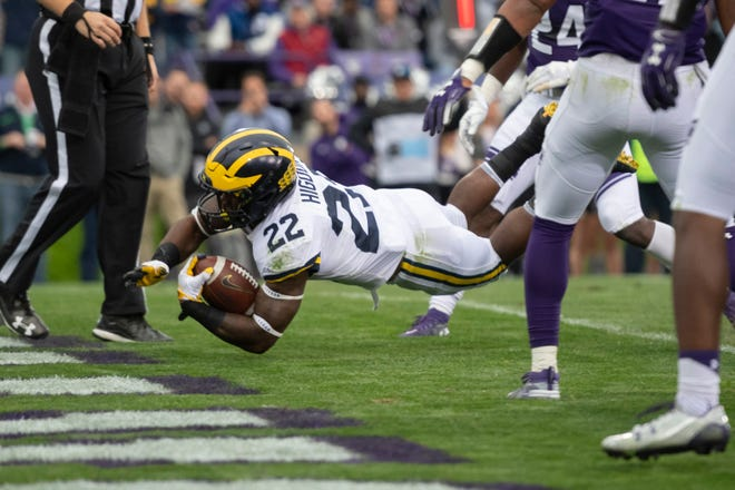 Michigan running back Karan Higdon dives into the end zone for a touchdown in the second quarter.