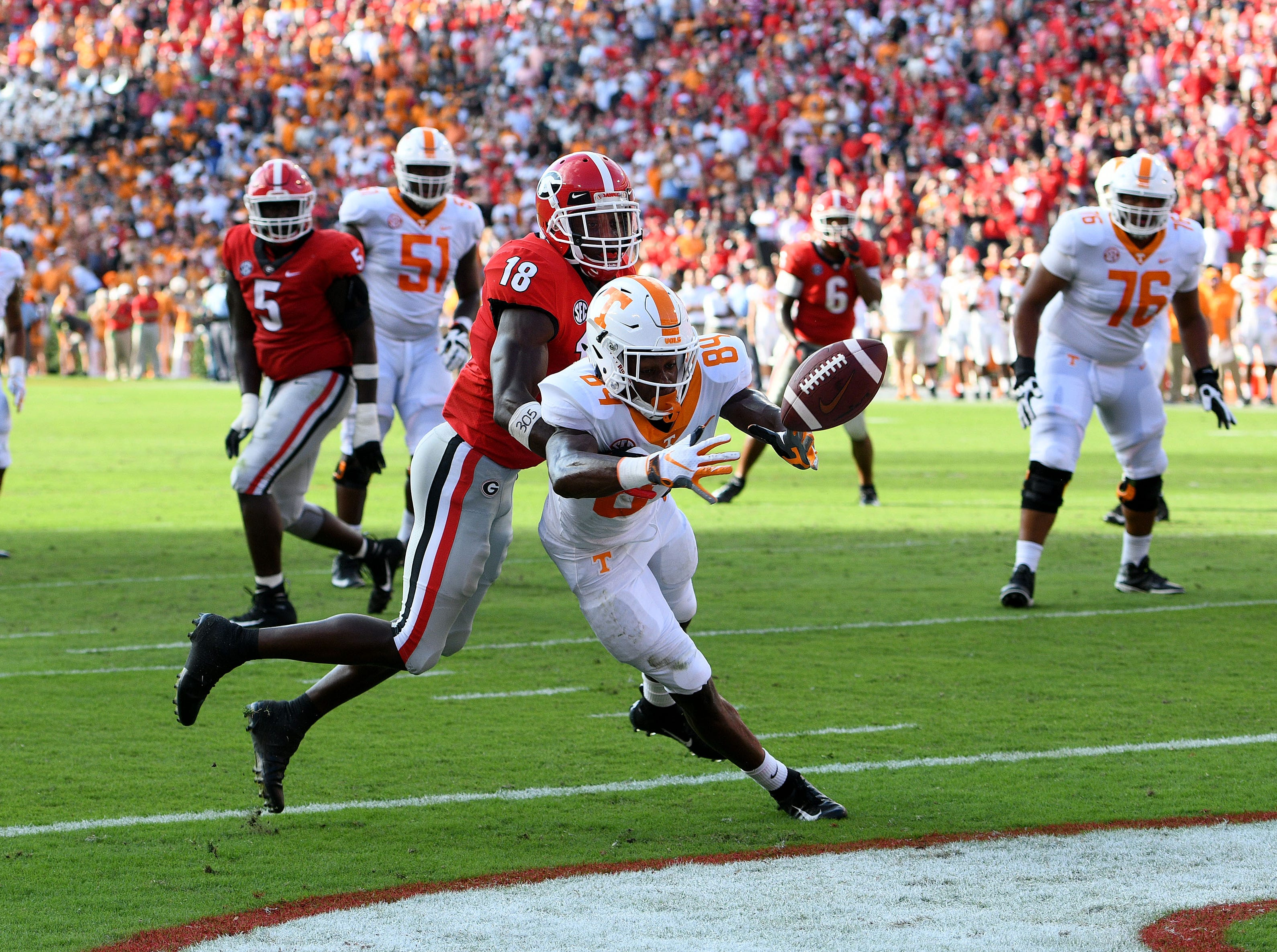 Tennessee wide receiver Josh Palmer (84) misses a two point conversion during second half action against Georgia Saturday, September 29, 2018 at Sanford Stadium in Athens, GA.