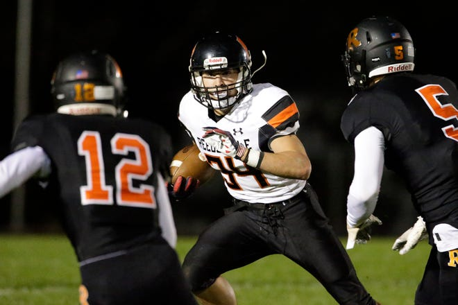 The Cedar Grove-Belgium defense held Reedsville's Brandon Stelzer to 51 yards rushing, 80 yards below his season average, last week. The Rockets hope to do the same to Hilbert's Evan Lau with a share of the Big East title in the balance.
