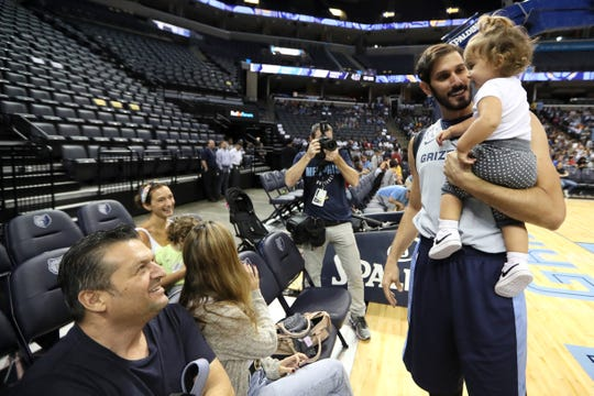 Omri Casspi interacts with his family during the Grizzlies open practice and scrimmage for fans at the FedExForum on Saturday, Sept. 29, 2018.