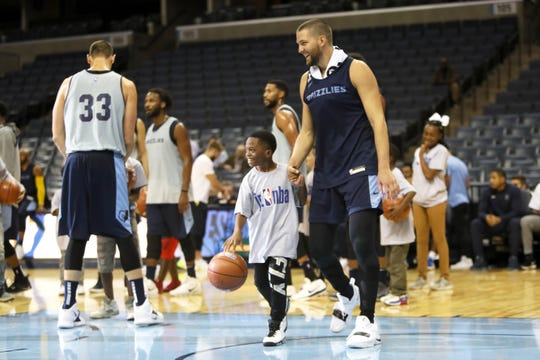 Chandler Parsons and his teammates play a dribbling game with young fans during the Grizzlies open practice and scrimmage at the FedExForum on Saturday, Sept. 29, 2018.