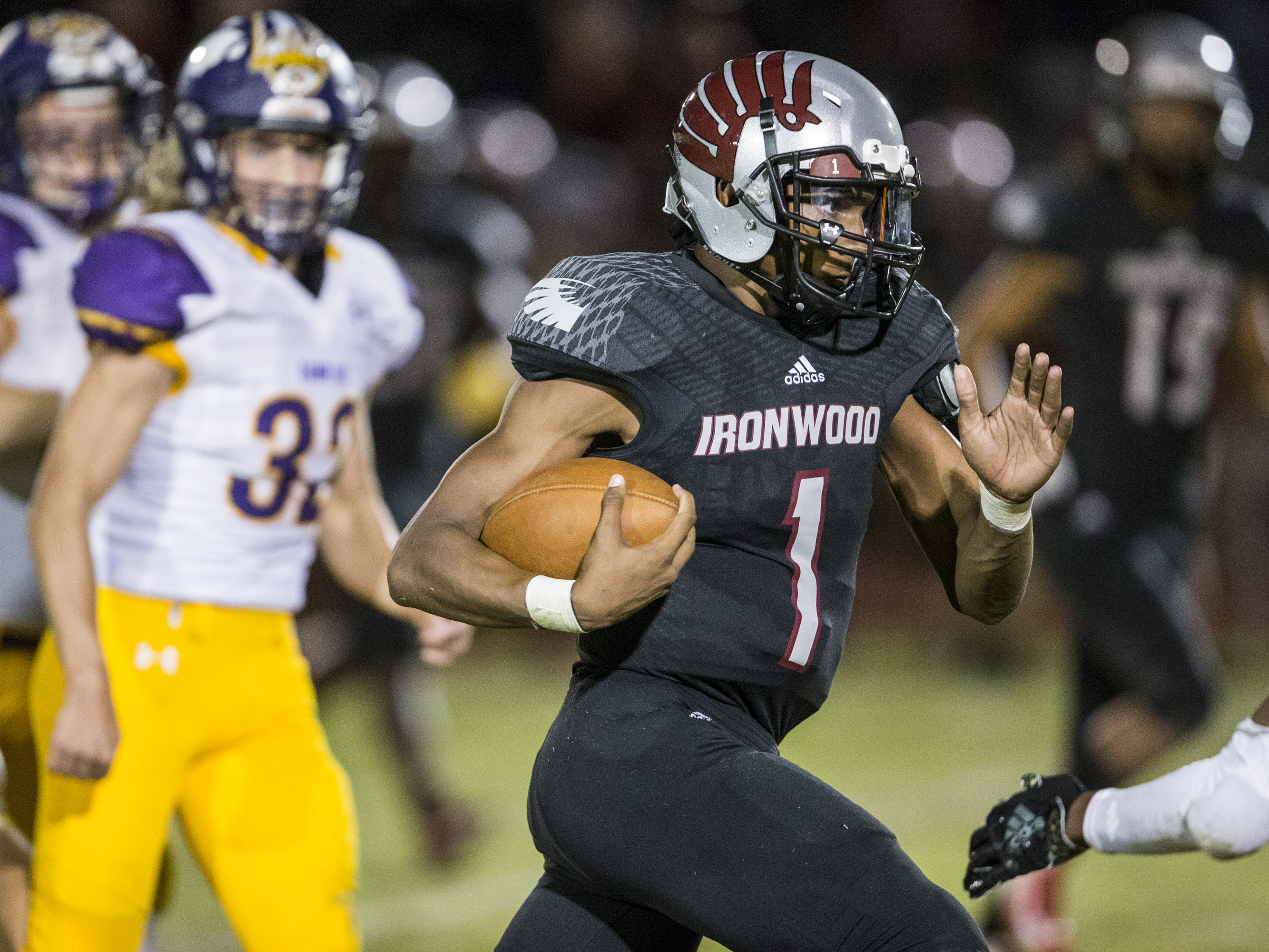 Ironwood's William Haskell rushes against Sunrise Mountain in the 2nd quarter on Friday, Sept. 28, 2018, at Ironwood High School in Glendale, Ariz.  #azhsfb