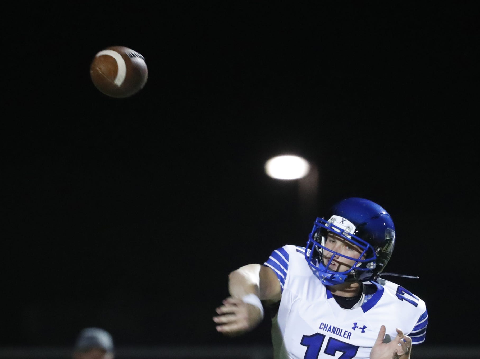 Chandler's Jacob Conover (17) throws a pass against Perry at Perry High School in Gilbert, Ariz. on Sept. 28, 2018.  #azhsfb
