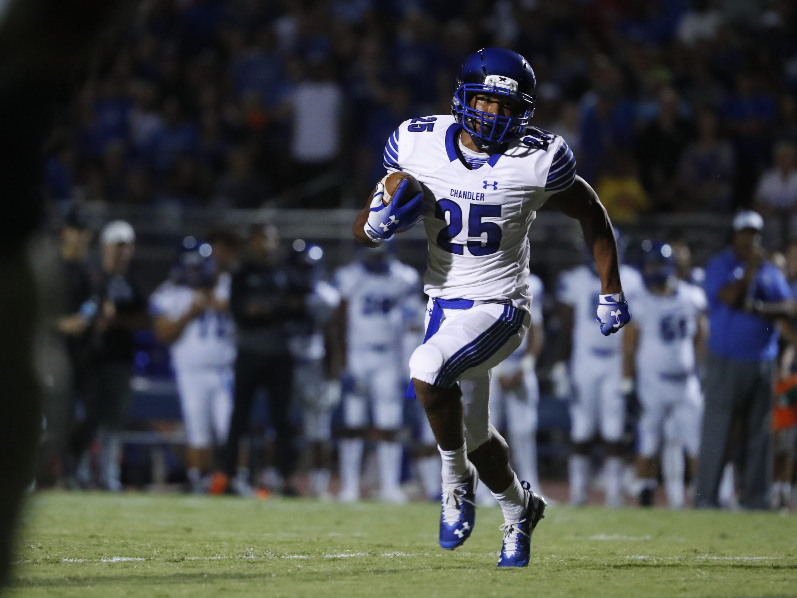 Chandler's DeCarlos Brooks (25) runs downfield against Perry at Perry High School in Gilbert, Ariz. on Sept. 28, 2018.  #azhsfbat Perry High School in Gilbert, Ariz. on Sept. 28, 2018.  #azhsfb