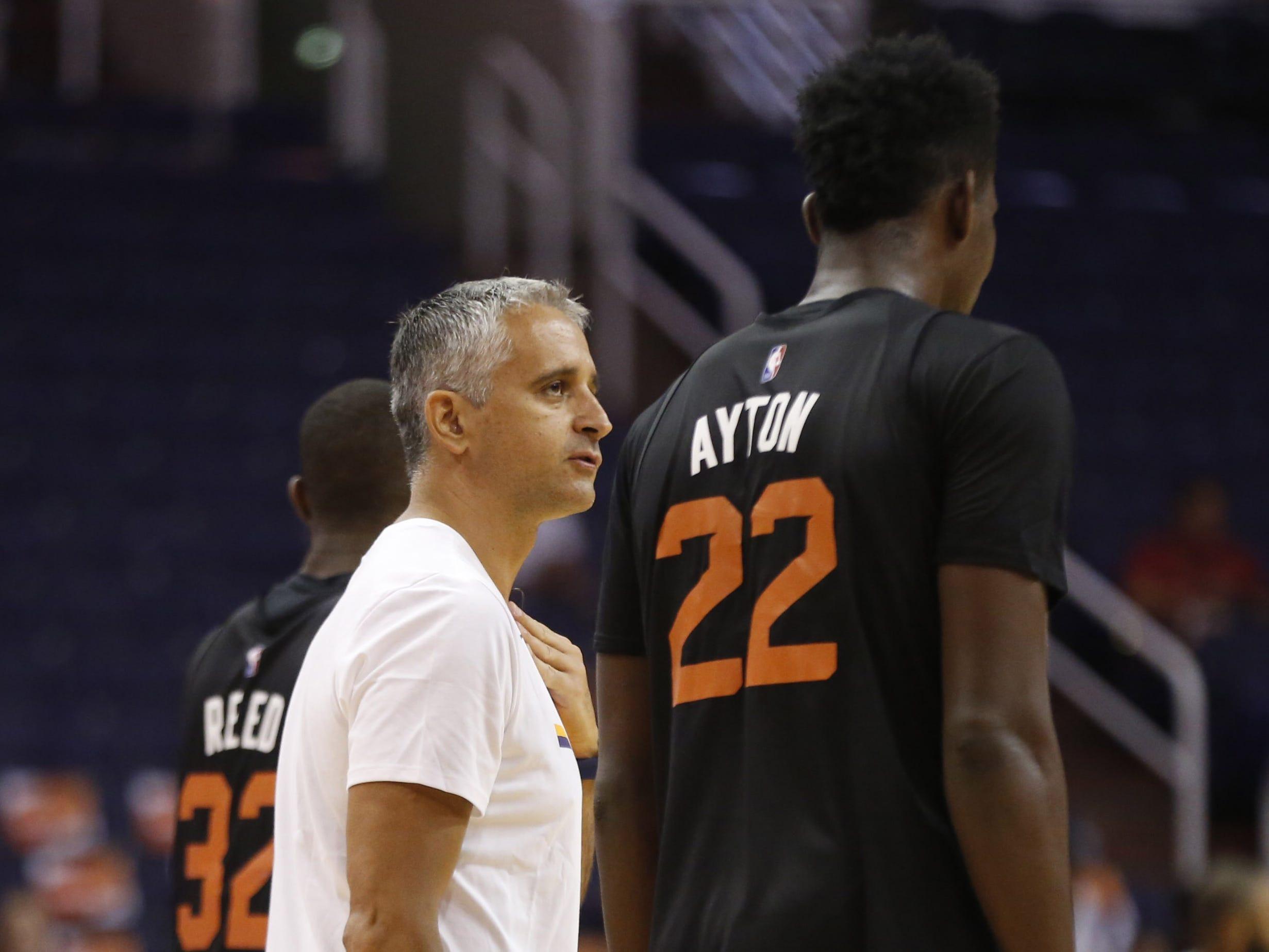 Suns head coach Igor Kokoškov talks with center Deandre Ayton during an Open Practice at Talking Stick Resort Arena in Phoenix, Ariz. on Sept. 29, 2018.