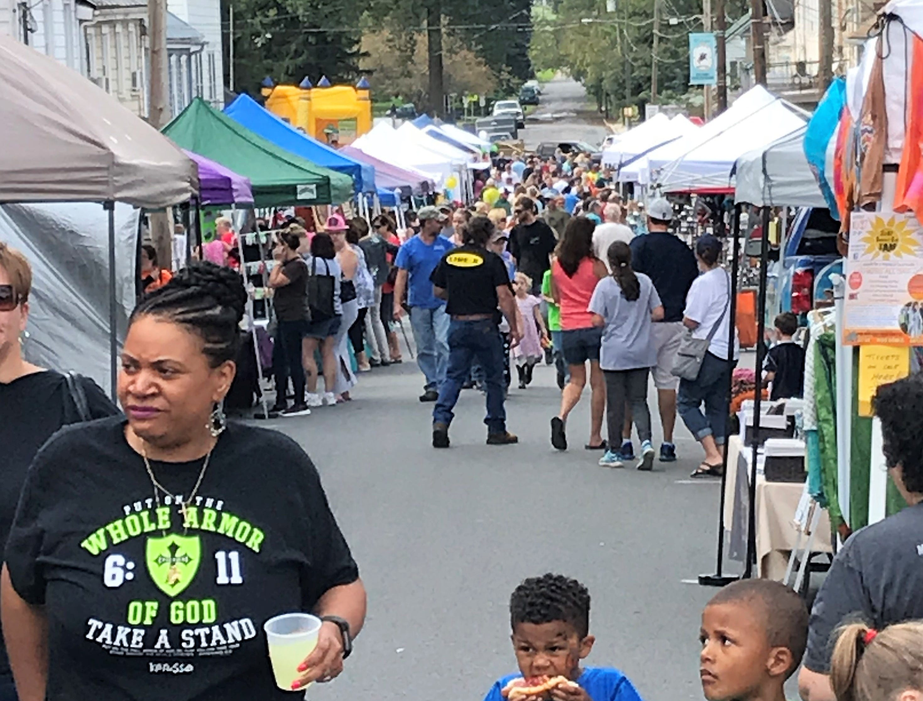 Thousands of people and dozens of vendors came to Mercersburg  Townfest on Saturday, Sept. 29, 2018. Craft, art, activity and food vendors lined both sides of Seminary Street and the square. The annual Mercersburg Beer and Wine Festival took also took place.