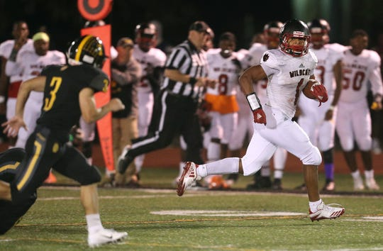 Wilson running back Desi Floyd Jr. breaks away for a long gain against McQuaid.