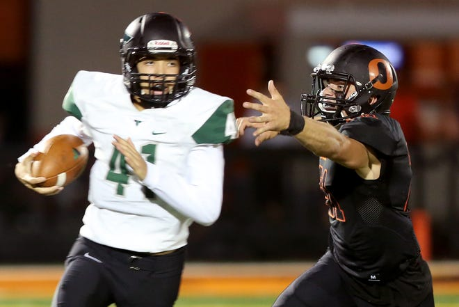 Sprague's Max Shaw (21) chases after Tigard's Drew Carter (41) in the first half of the Tigard vs. Sprague football game at Sprague High School in Salem on Friday, Sept. 28, 2018.