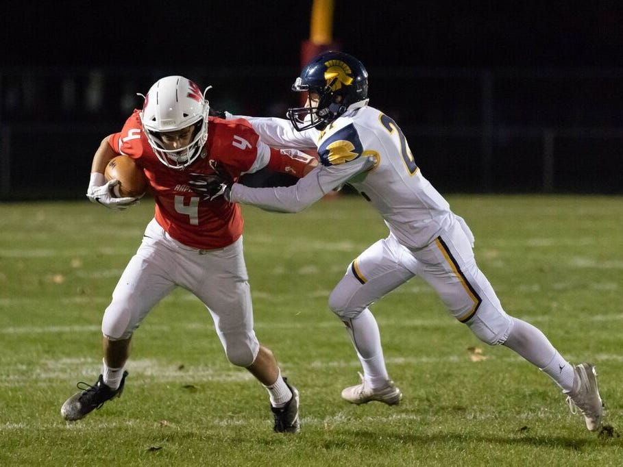 Wisconsin Rapids edged Wausau West 26-20 in a Valley Football Association game on Friday at South Wood County 2000 field which also was the Raiders homecoming.