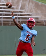 Hirschi's Nate Downing throws a touchdown pass to Daimarqua Foster in the game against Aubrey Saturday, Sept. 29, 2018, at Memorial Stadium. The Huskies defeated Aubrey 34-10 for their third straight win.