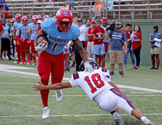 Hirschi's Daimarqua Foster breaks away from Aubrey's Jose Noyola and runs into the endzone for a touchdown Saturday, Sept. 29, 2018, at Memorial Stadium. The Huskies defeated Aubrey 34-10 for their third straight win.