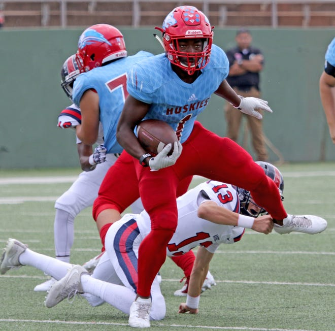 Hirschi's Daimarqua Foster breaks out of a tackle from Aubrey's A.J. Prince Saturday, Sept. 29, 2018, at Memorial Stadium. The Huskies defeated Aubrey 34-10 for their third straight win.