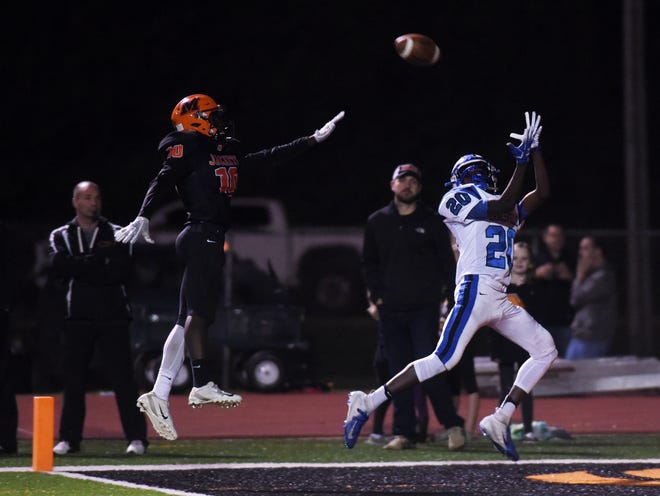 Jamal Wiggins catches a 31-yard touchdown pass from Ben Everson during the third quarter of Zanesville's 27-18 win against Mount Vernon on Friday night. It was Wiggins' first career touchdown.