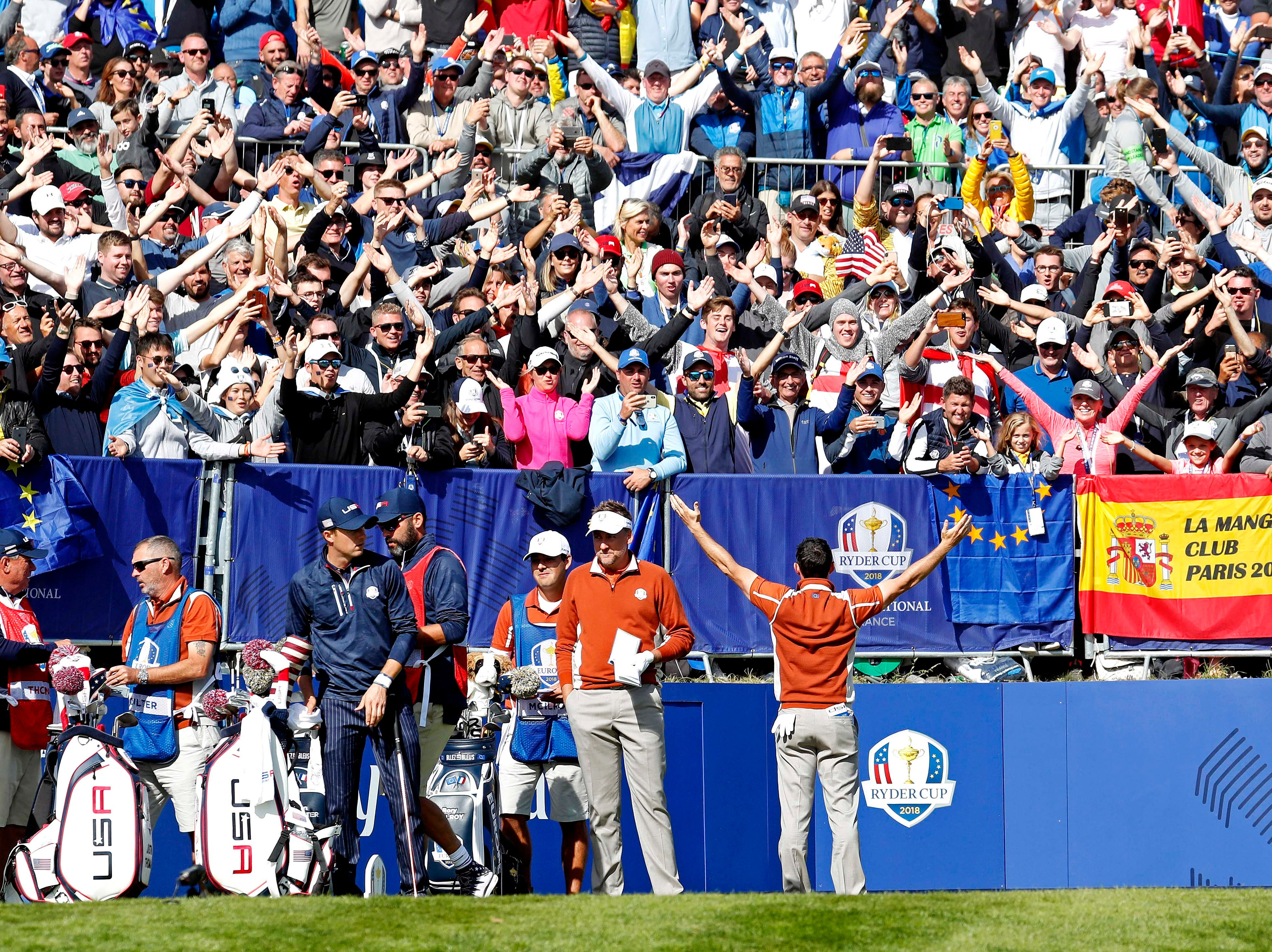 Europe's Rory McIlroy leads the crowd in a clap on the first hole during the afternoon session Saturday.