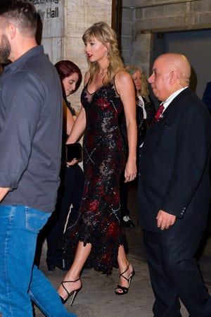Taylor Swift Steps Out For Her Boyfriend Joe Alwyn S Movie Premiere