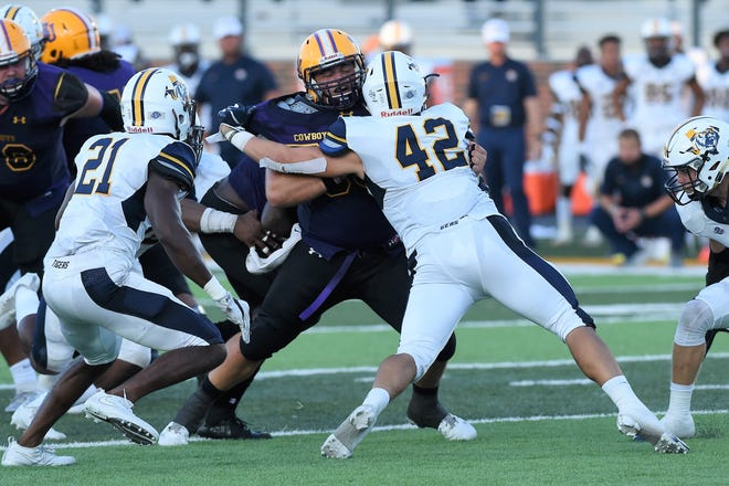 Hardin-Simmons center James Findley (55) blocks East Texas Baptist linebacker Garrett Gibson (42) earlier this season. Findley is part of an experienced, veteran offensive line for the Cowboys who head to No. 2 Mary Hardin-Baylor on Saturday.