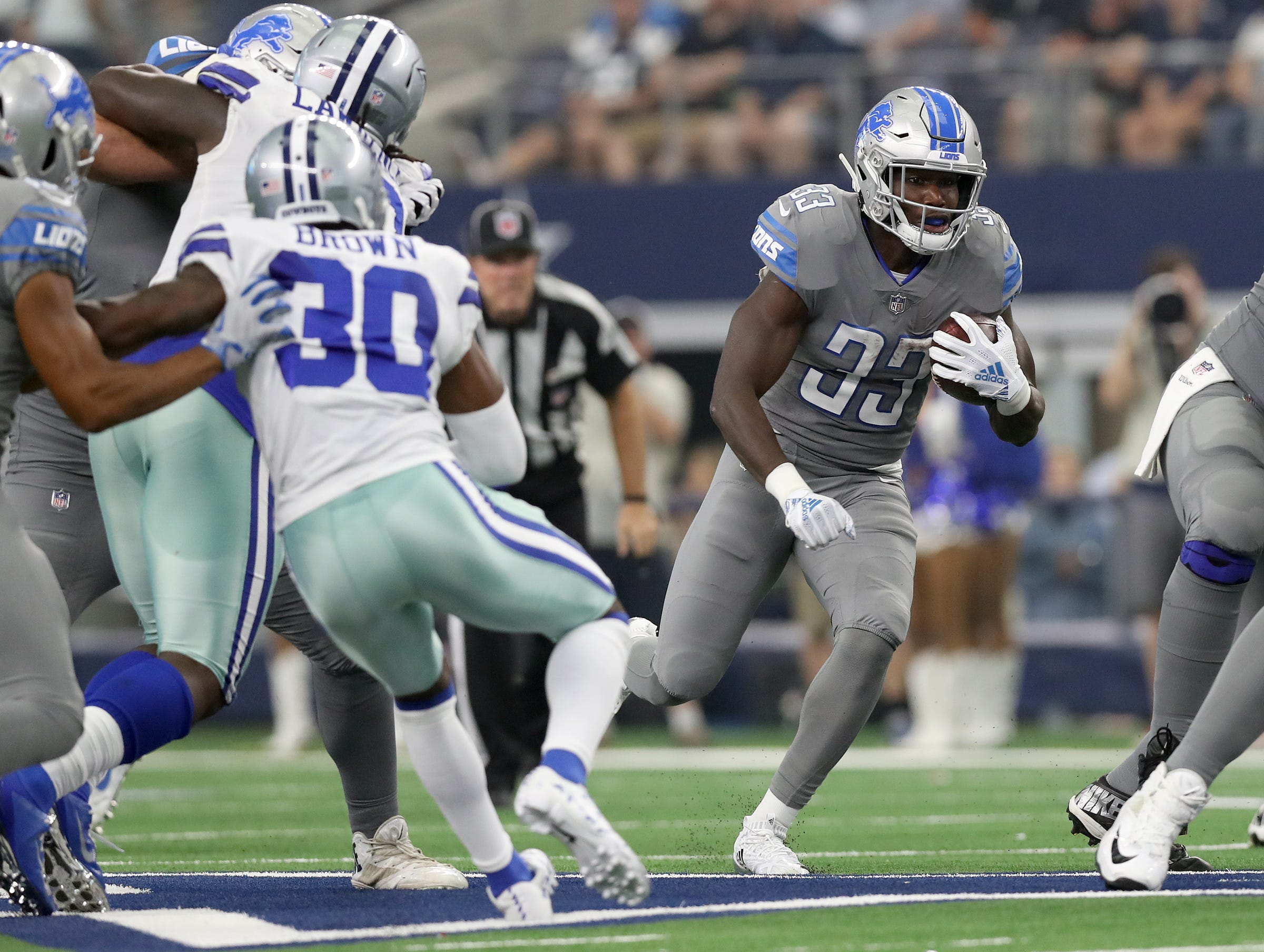 Lions running back Kerryon Johnson runs with the ball in the second quarter on Sunday, Sept. 30, 2018, in Arlington, Texas.