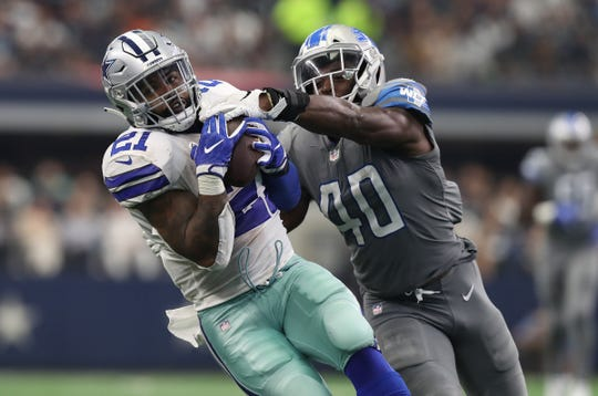 Ezekiel Elliott makes a 34-yard catch late in the fourth quarter against Lions linebacker Jarrad Davis.