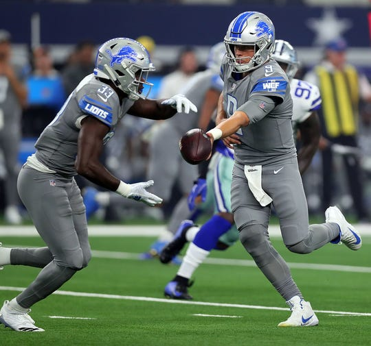 Lions running back Kerryon Johnson takes the handoff from Matthew Stafford in Arlington, Texas, Sunday, Sept. 30, 2018.