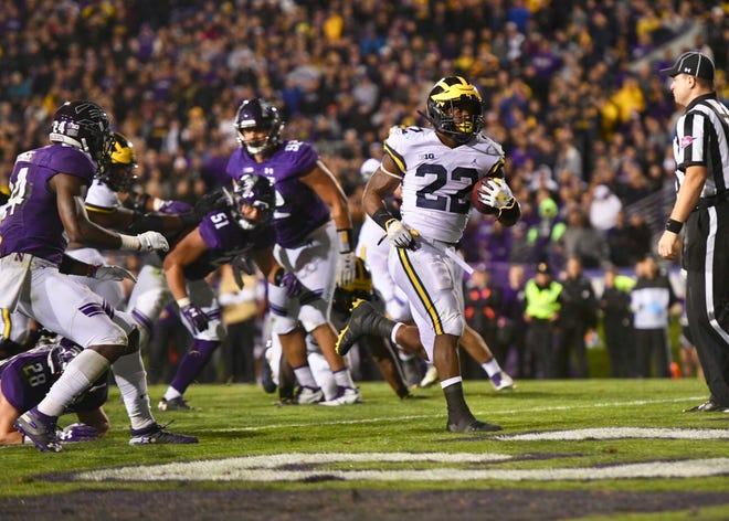 Karan Higdon scores the winning touchdown for Michigan.