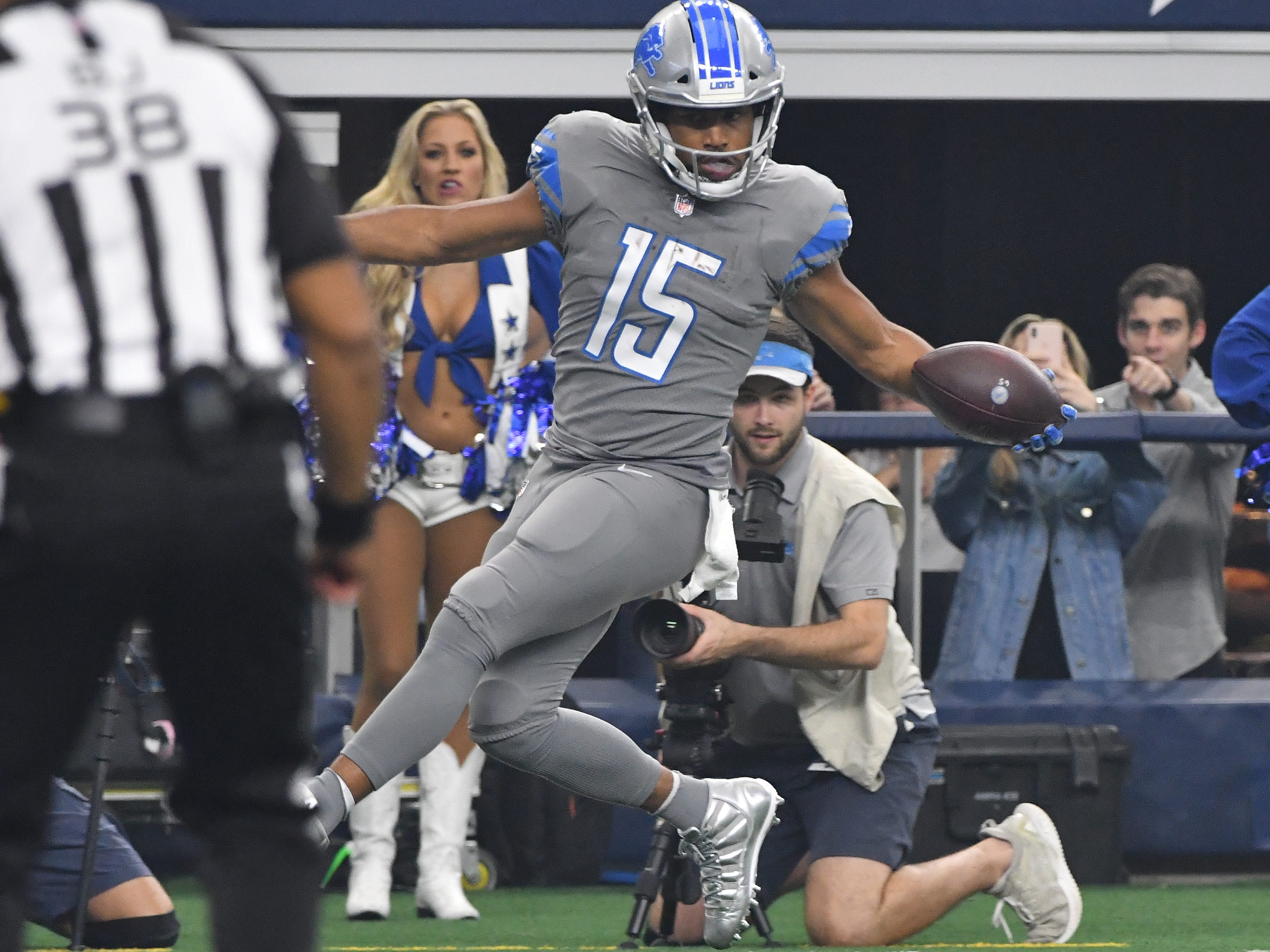 Lions wide receiver Golden Tate tip toes down the sidelines into the end zone for at touchdown in the first quarter.