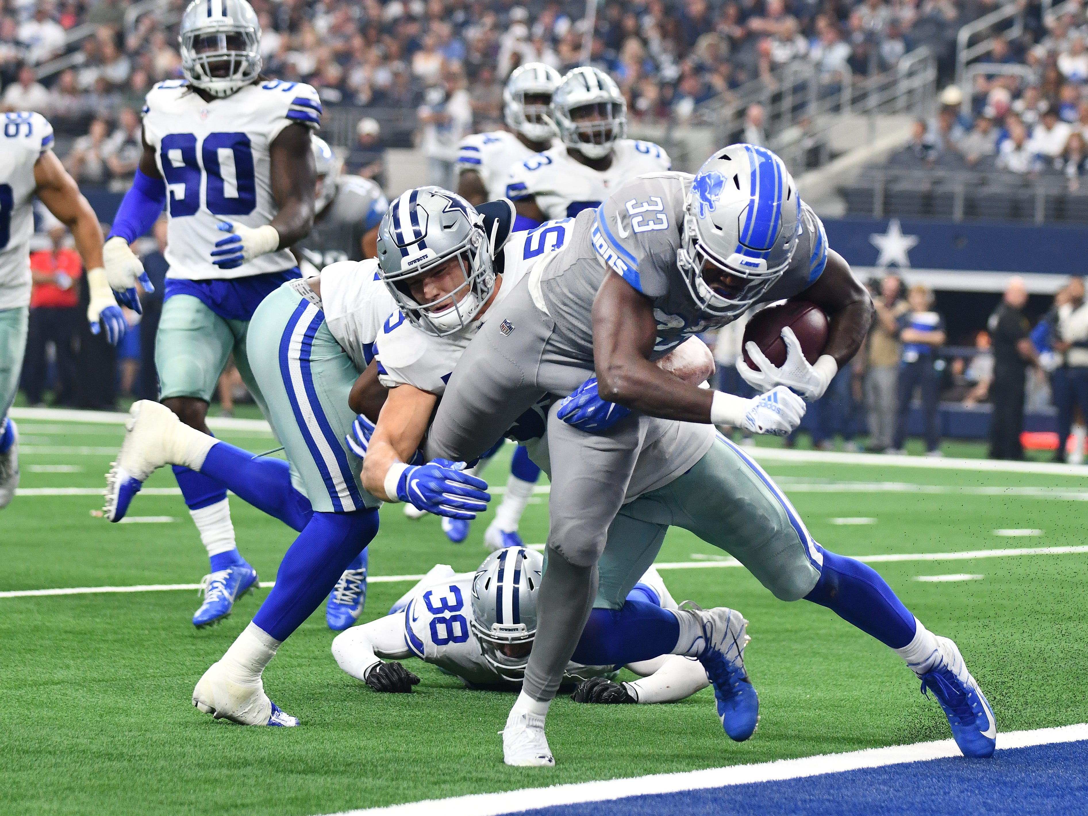 Cowboys' Leighton Vander Esch can't stop Lions rookie running back Kerryon Johnson from getting into the end zone for a touchdown in the fourth quarter.