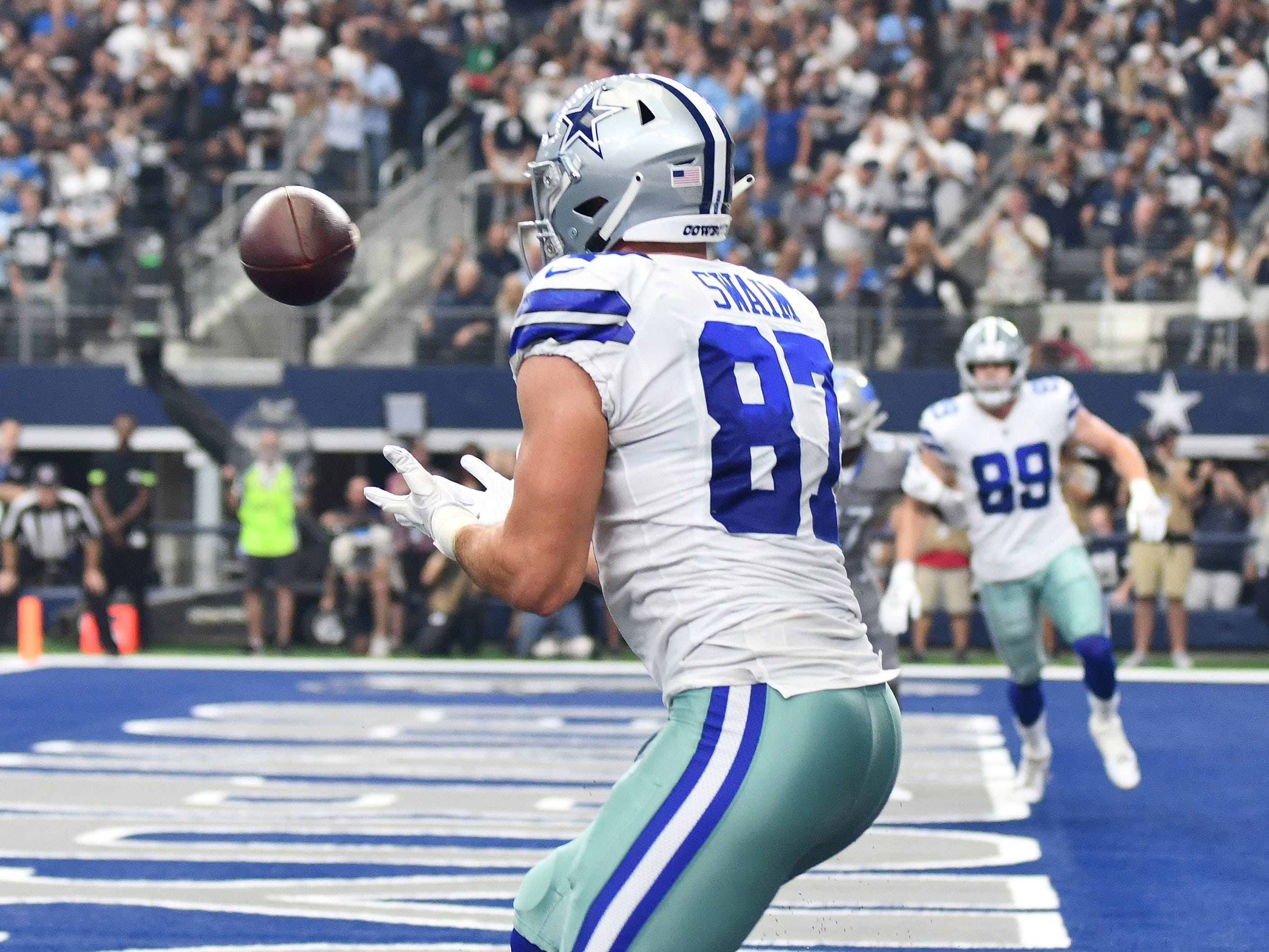 Cowboys tight end Geoff Swaim is all alone for an easy touchdown in the end zone in the third quarter.