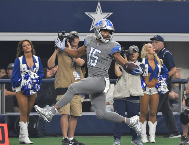 Golden Tate high steps down the sidelines and into the end zone for a touchdown in the first quarter.