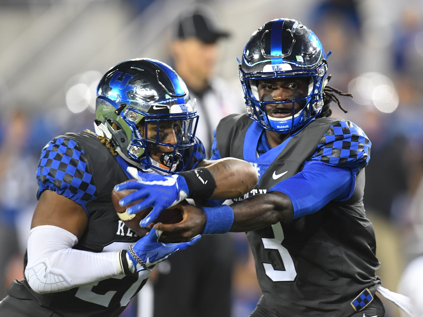 UK QB Terry Wilson hands off the ball to RB Benny Snell, Jr. during the University of Kentucky football game against South Carolina at Kroger Field in Lexington, Kentucky on Saturday, September 29, 2018.