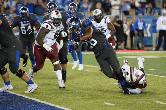 Benny Snell runs for a TD in Saturday's game vs. South Carolina.