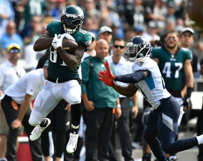 Eagles wide receiver Kamar Aiken (81) makes a catch in front of Titans cornerback Malcolm Butler (21) during the second quarter Sunday.