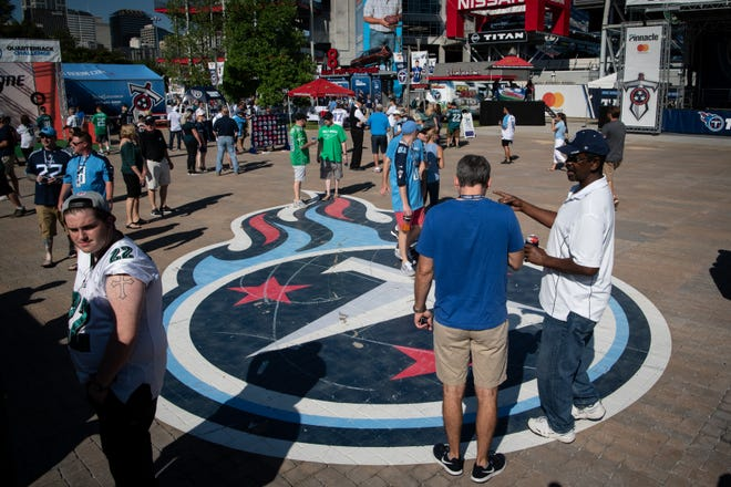 Fans head into Nissan Stadium before the game against the Eagles on Sunday.