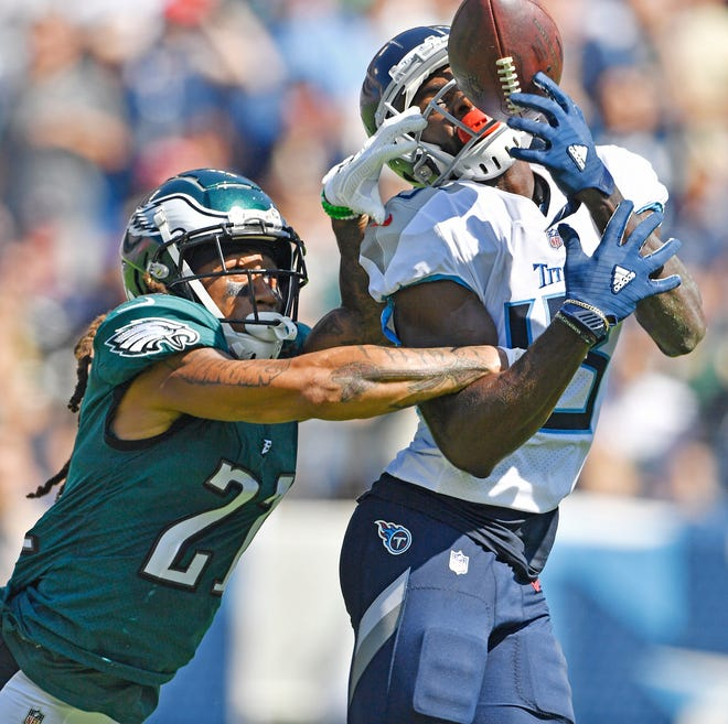 Eagles cornerback Ronald Darby (21) breaks up a pass intended for Titans wide receiver Taywan Taylor in the first quarter of a game Sept. 30.