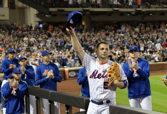 New York Mets third baseman David Wright (5) acknowledges the fans as he leaves the field after coming out of a baseball game during the fifth inning against the Miami Marlins, Saturday, Sept. 29, 2018, in New York.
