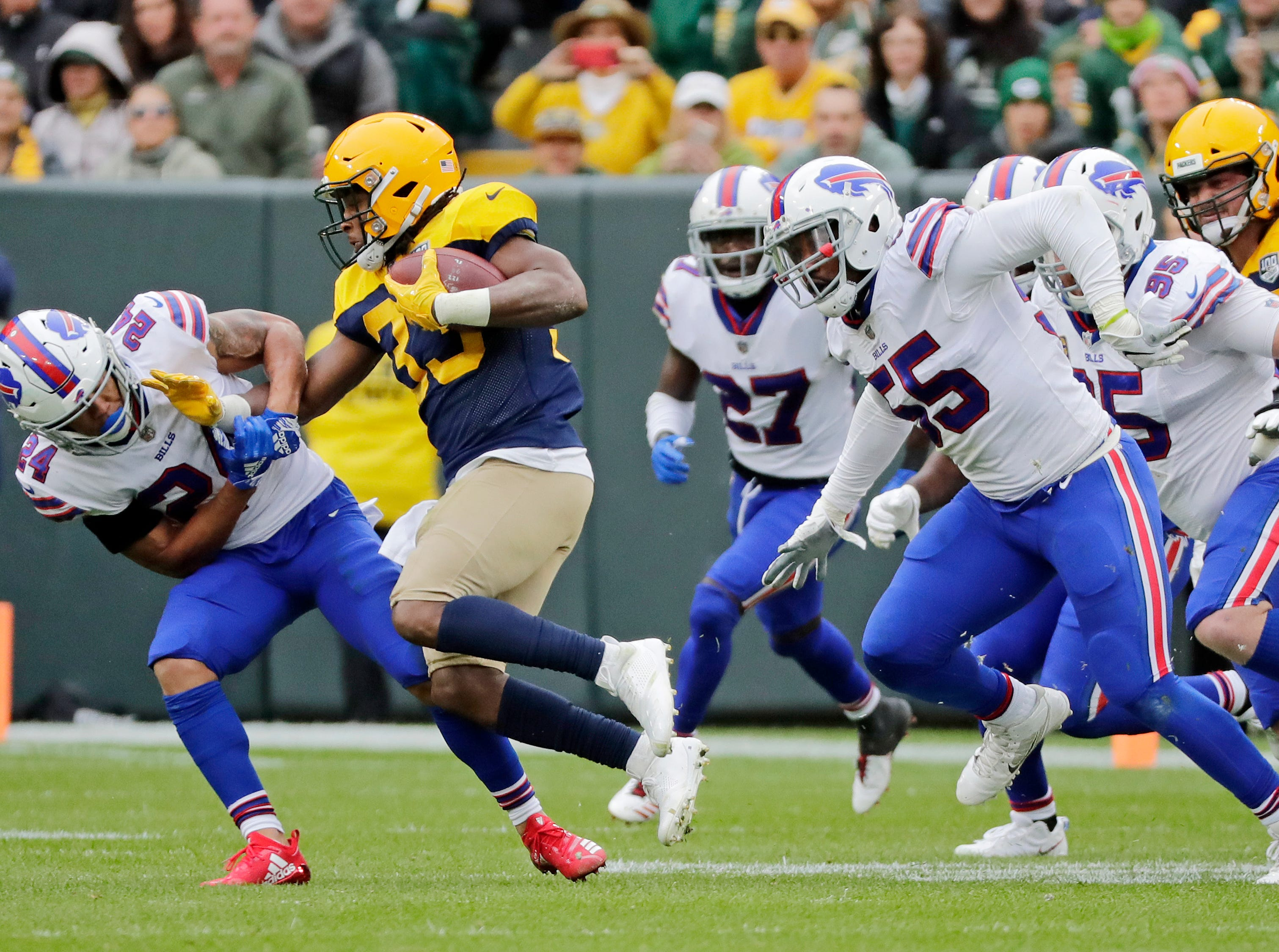 Green Bay Packers running back Aaron Jones (33) rushes in the second quarter against the Buffalo Bills at Lambeau Field on Sunday, September 30, 2018 in Green Bay, Wis.Adam Wesley/USA TODAY NETWORK-Wisconsin
