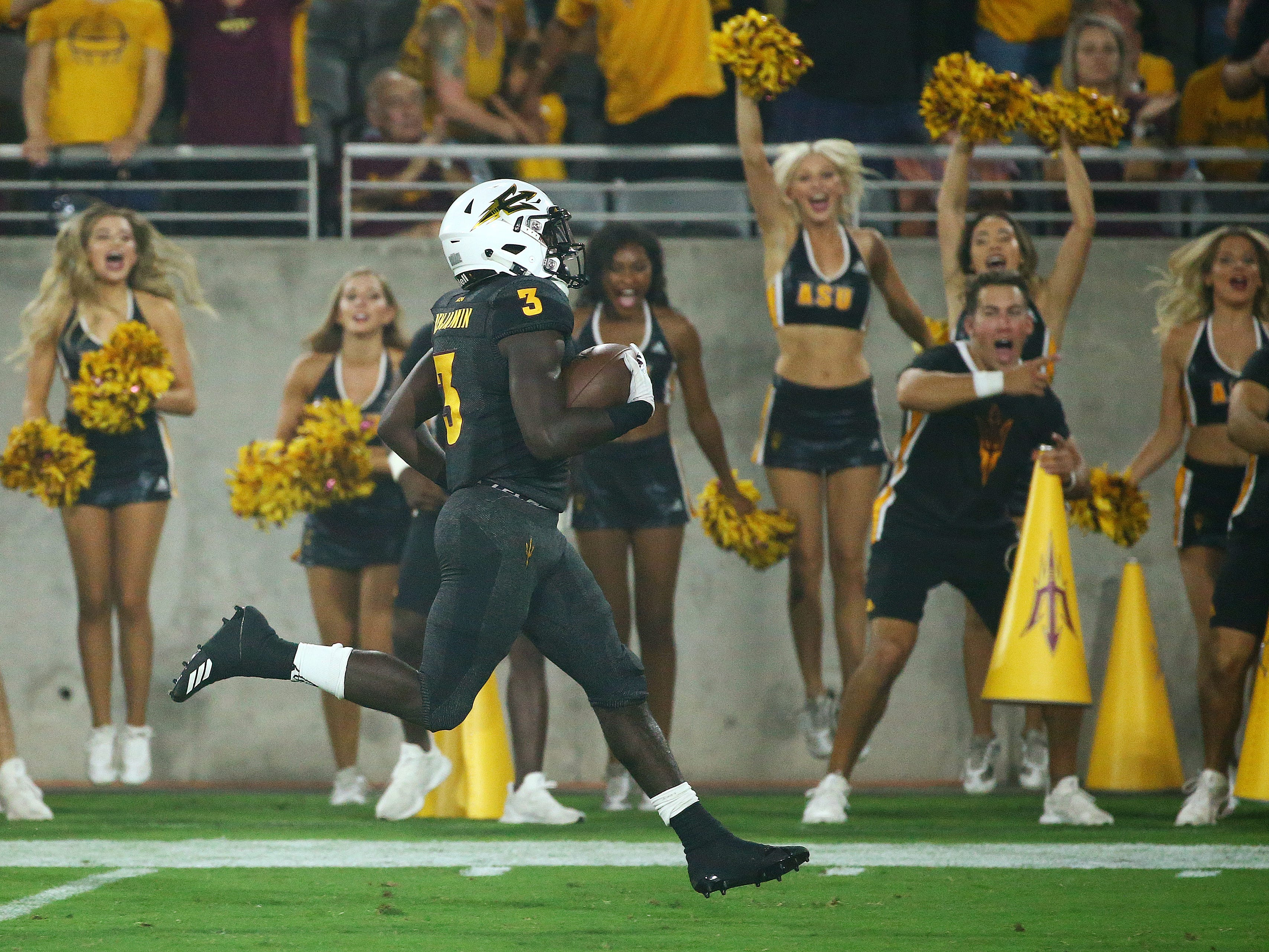 Arizona State running back Eno Benjamin runs for a touchdown against Oregon State in the first half on Sep. 29, 2018, at Sun Devil Stadium.