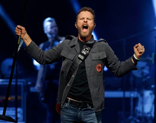 Dierks Bentley At Ak Chin Pavilion