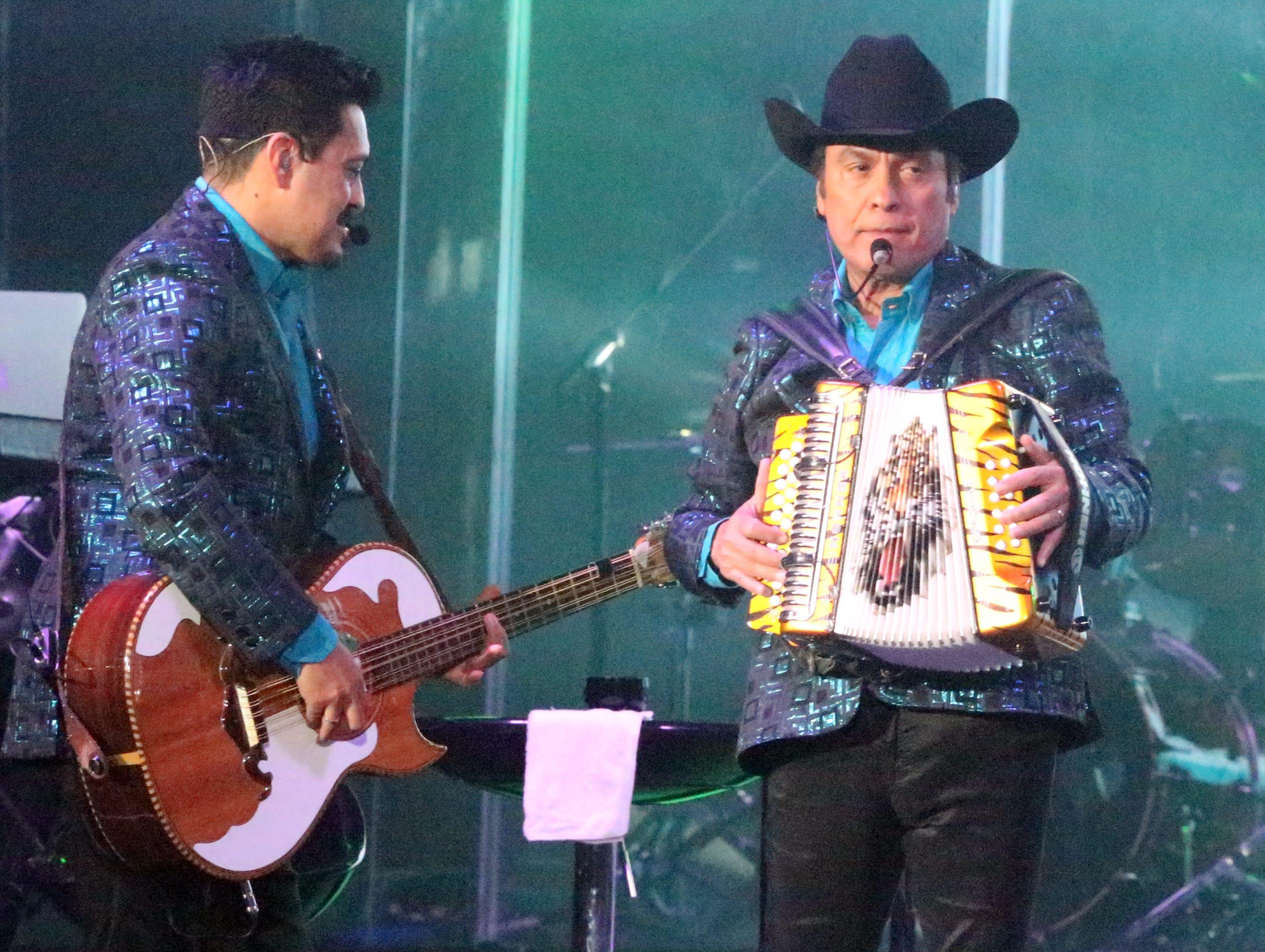 Los Tigres del Norte performed Saturday night in the Don Haskins Center.