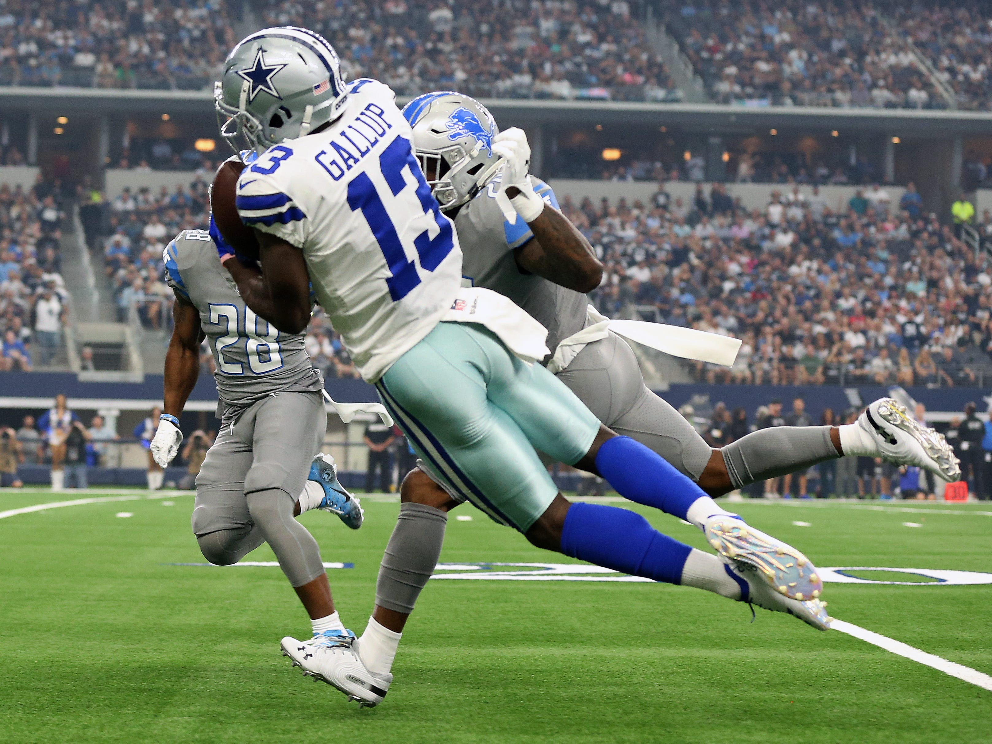 Dallas Cowboys wide receiver Michael Gallup makes a reception in the first quarter against the Detroit Lions.